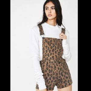 BlankNYC leopard print jean short overalls sz28